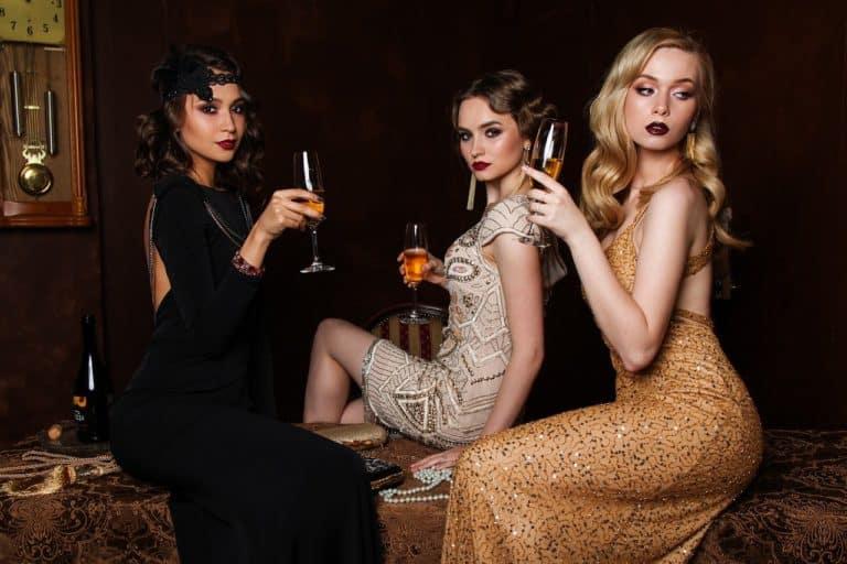 שלוש בנות מצטלמות